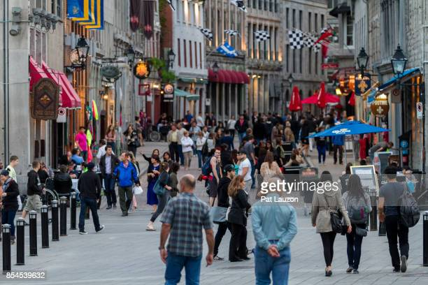 historical old montreal district - le vieux montreal, quartier historique - vieux montréal stock pictures, royalty-free photos & images