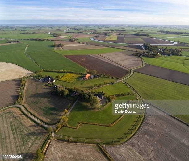 historical settlement on a mound with typical parcellation, seen from the air - groningen provincie stockfoto's en -beelden
