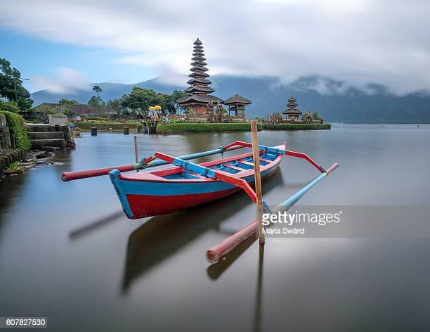 historical ulun danu beratan temple, bali, indonesia - lake bratan area stock pictures, royalty-free photos & images
