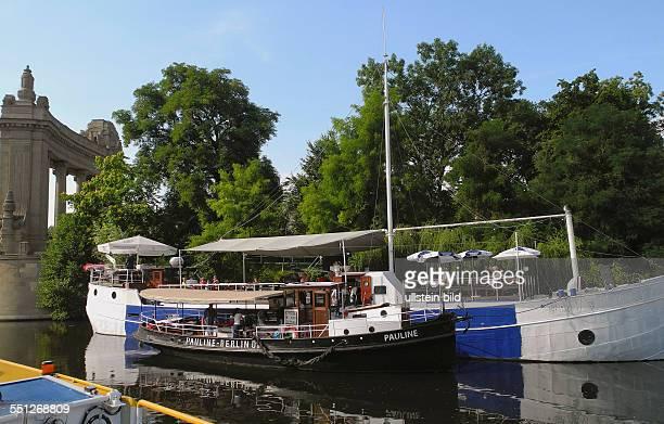 Historische Schiffe auf dem Landwehrkanal am Charlottenburger Tor