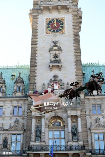 Historischer Weihnachtsmarkt vor dem Hamburger Rathaus Bernhard Paul Rudi Pogartz aus Wien eröffnen den Hamburger Historischer Weihnachtsmarkt...