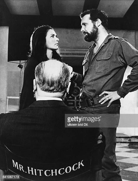 Hitchcock Alfred *13081899 Filmregisseur Filmproduzent GB mit Karin Dor und John Vernon beiDreharbieten zu 'Topaz' 1969
