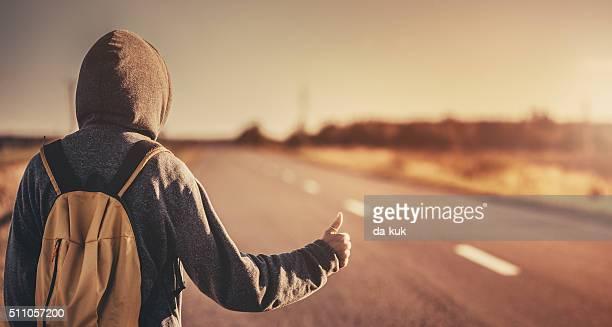 Auto-stop voyageurs Tenter d'arrêter la voiture sur la route
