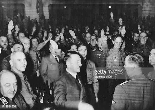 Hitler Adolf Politician NSDAP Germany *20041889 Hitler arrives at the Buergerbraeukeller Munich with former participants of the Beer Hall Putsch In...