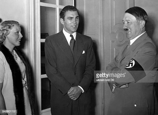 Hitler Adolf Politician NSDAP Germany *20041889 talking to german bosxer Max Schmeling and his wife Anny Ondra at the Reich Chancellory in Berlin...