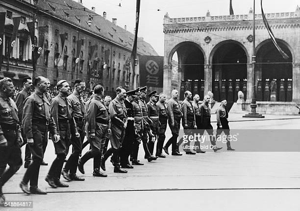 Hitler Adolf Politician NSDAP Germany March from the Feldherrnhalle to the square Koenigsplatz in front from the left Adolf Huehnlein Streck Kuhn...