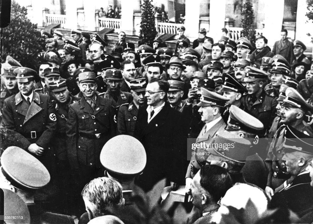 Divers Photos de Presses ! Hitler-and-seyss-inquart-in-vienna-march-16-austria-paris-bibliothque-picture-id535782113