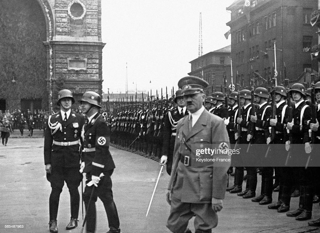 Hitler dans la cour du Deutscher Hof Hotel Pictures | Getty Images