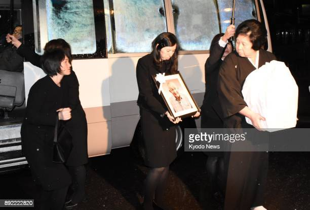 Hitomi Soga one of the five Japanese abductees repatriated from North Korea in 2002 carries her husband Charles Jenkins' ashes to a funeral hall in...