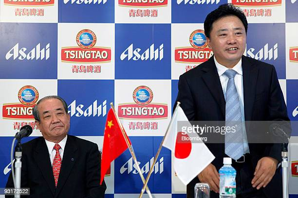 Hitoshi Ogita president of Asahi Breweries Ltd left and Jin Zhiguo chairman of Tsingtao Brewery Co Ltd attend a news conference in Tokyo Japan on...