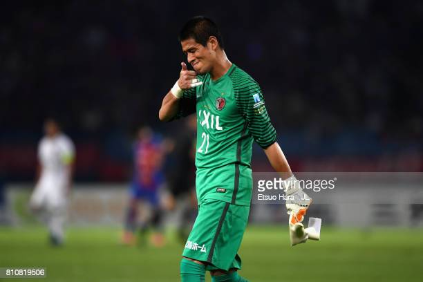 Hitoshi Sogahata of Kashima Antlers leaves the pitch at the half time during the J.League J1 match between FC Tokyo and Kashima Antlers at Ajinomoto...