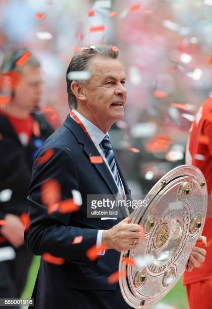 Hitzfeld Ottmar Fussball Trainer FC Bayern Muenchen D mit der DFBMeisterschale