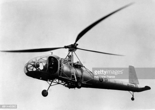 L'hélicoptère W9 'La cierva' en plein vol en 1946