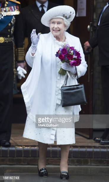 Hm Queen Elizabeth Ll Departing Hms President After The Thames Diamond Jubilee Pageant
