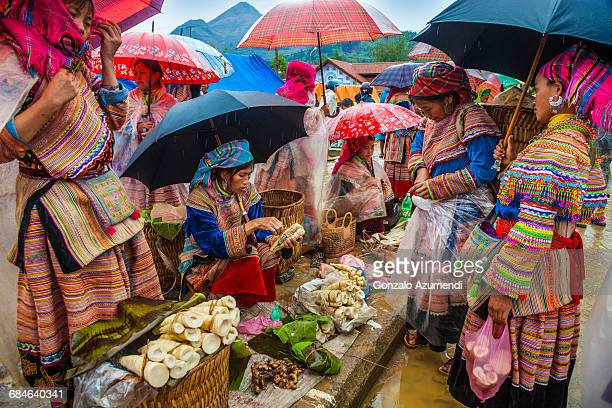 hmong ethnic group in vietnam - sapa stock pictures, royalty-free photos & images