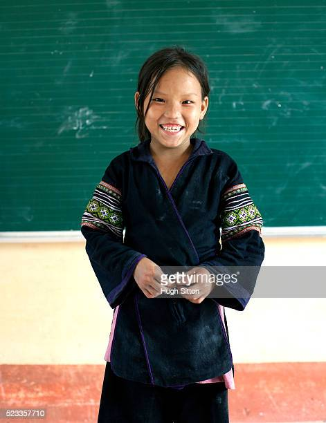 hmong school girls in classroom. sapa. vietnam - hugh sitton fotografías e imágenes de stock