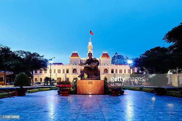 ho chi minh city at night - people's committee building ho chi minh city stock pictures, royalty-free photos & images