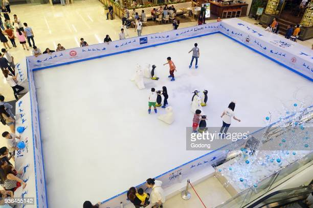 https://media.gettyimages.com/photos/ho-chi-minh-city-district-1-shopping-mall-inside-ice-skating-ring-picture-id936455142?s=612x612