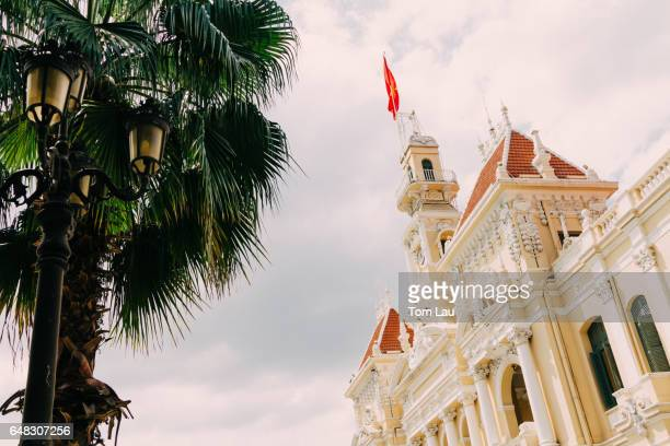 ho chi minh city hall (hôtel de ville de saïgon) in saigon, vietnam - people's committee building ho chi minh city stock pictures, royalty-free photos & images