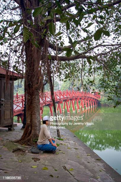 hoan kiem lake in hanoi - jeremy chan stock pictures, royalty-free photos & images