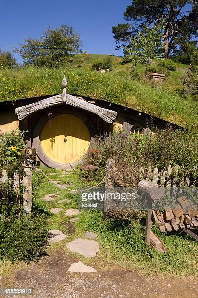 hobbiton - hobbit hole - the hobbit stock pictures, royalty-free photos & images