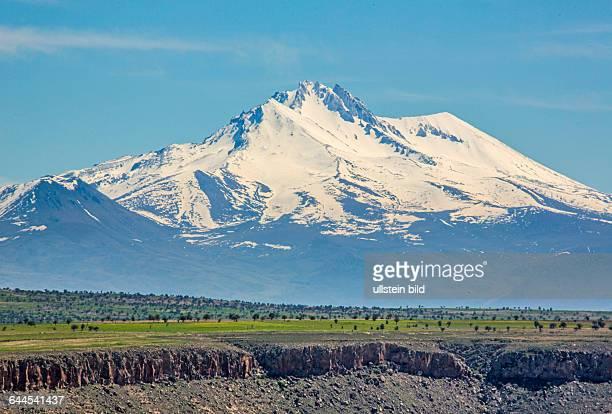 Hochebene im Hintergrund Taurusgebirge Kappadokien Tuerkei