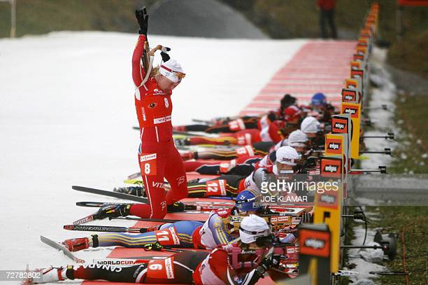 Norway's Linda Grubben finishes her shooting in the women's 10 km pursuit during the IBU Biathlon World Cup in Hochfilzen 09 December 2006 Germany's...
