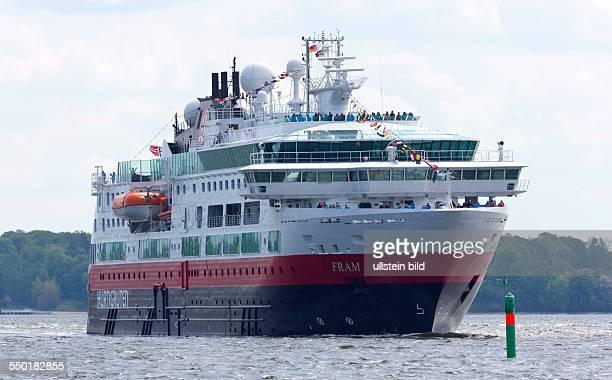 Hochseekreuzfahrtschiff MS Fram im Stralsunder Hafen Das norwegische Schiff der HurtigrutenFlotte legt als erster Expeditionskreuzfahrer in Stralsund...