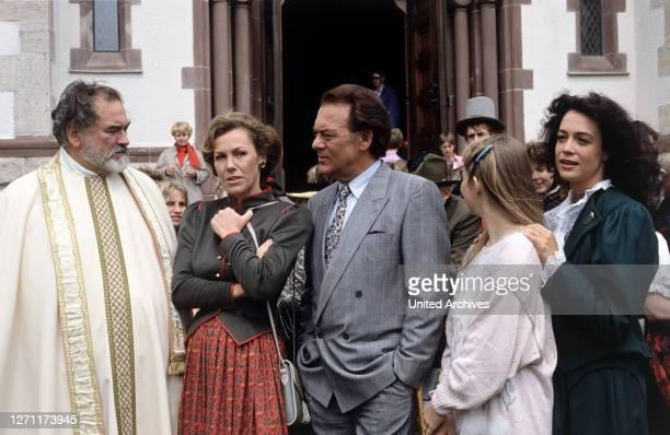 Hochzeit mit Hindernissen BRD 1988 / Hans-Jürgen Tögel HANS WYPRÄCHTIGER, GABY DOHM, KLAUSJÜRGEN WUSSOW, ANGELIKA REIßNER, BARBARA WUSSOW in der...