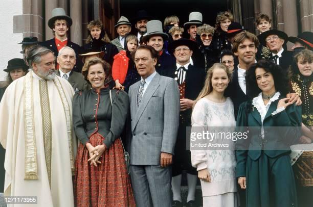 Hochzeit mit Hindernissen BRD 1988 / Hans-Jürgen Tögel HANS WYPRÄCHTIGER, GABY DOHM, KLAUSJÜRGEN WUSSOW, ANGELIKA REIßNER, SASCHA HEHN und BARBARA...