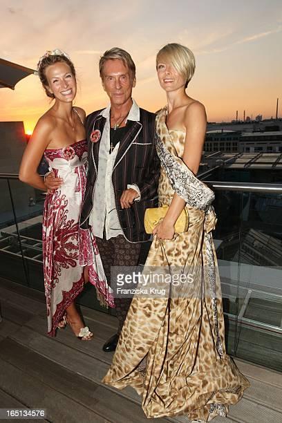 Mia Florentine Weiss Wolfgang Joop Und Alexandra Helling Bei Der Feier Im China Club In Berlin