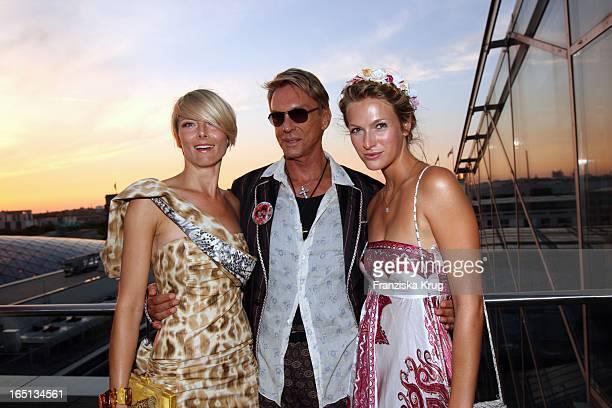 Wolfgang Joop Mit Alexandra Helling Und Mia Florentine Weiss Bei Der Feier Im China Club In Berlin