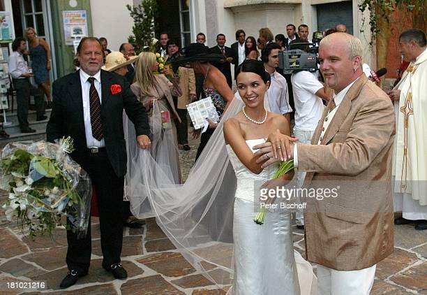 Hochzeit von DJ ; tzi , Ehefrau Sonja Kien-Friedle, Hannes Kartnig , Pastor Raimund Ochabauer , Pöllau , ; sterreich, Blumen, Braut, Bräutigam,...
