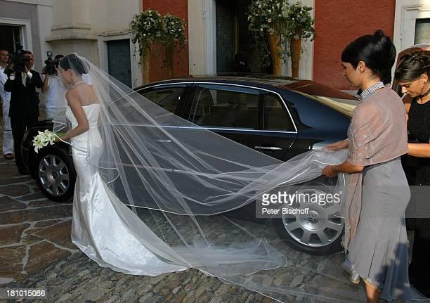 Hochzeit von DJ ; tzi , Ehefrau Sonja Kien-Friedle, Pöllau , ; sterreich, Ankunft der Braut, Auto, Volkswagen, Brautkleid, Brautschleier, Schleier,...