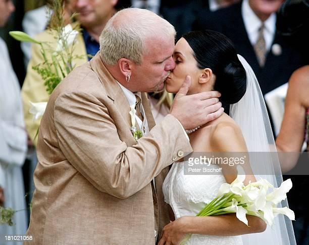 Hochzeit von DJ ; tzi , Ehefrau Sonja Kien-Friedle, Pöllau , ; sterreich, Braut, Brautkleid, Bräutigam, Kuß, Kuss, küssen, Hochzeitskuss,...