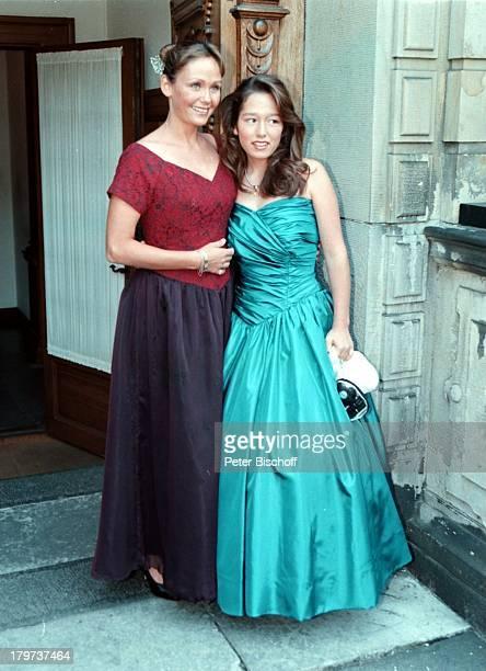 Hochzeit von SchlagerSängerin D o r t h e K o l l o und OscarPreisträger J u s t B e t z e r am 17 August 1996 in Kopenhagen Dorthe`s Töchter...