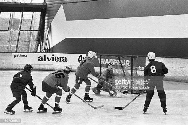 Hockey At The Federal Ice Rink 2 novembre 1971 Match de hockey sur glace Joueurs marquant un but