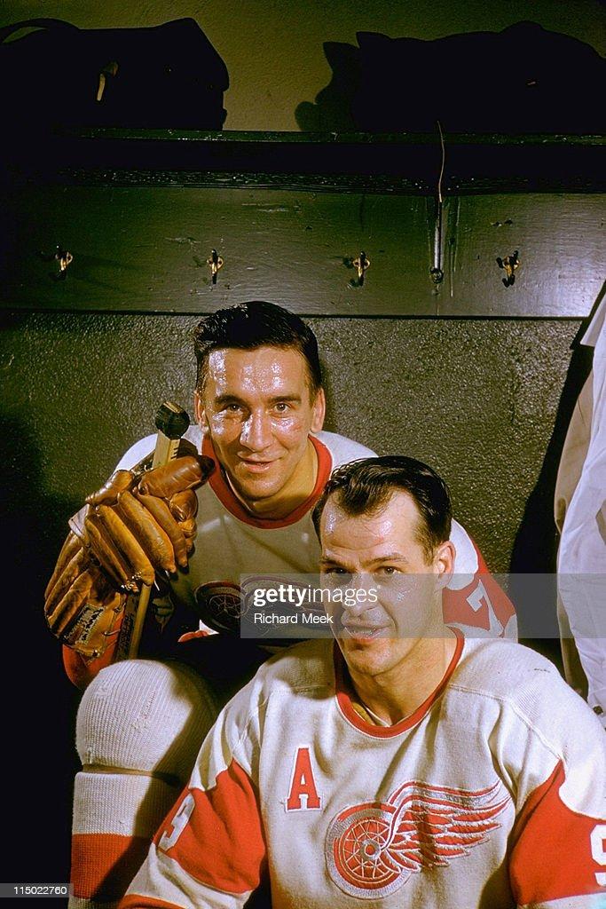 Detroit Red Wings Ted Lindsay and Gordie Howe : News Photo