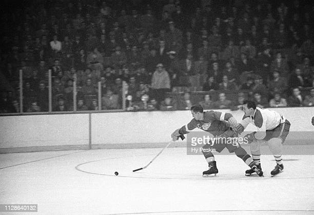 Detroit Red Wings Ted Lindsay in action vs Montreal Canadiens at Montreal Forum Montreal Canada 11/6/1954 CREDIT Hy Peskin