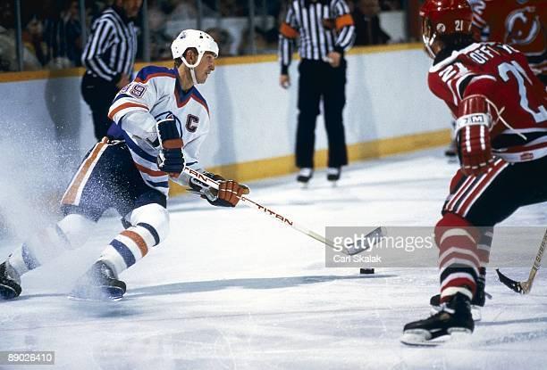 Edmonton Oilers Wayne Gretzky in action vs New Jersey Devils Edmonton Canada 1/25/1985 CREDIT Carl Skalak