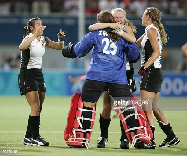 Hockey / Frauen Olympische Spiele Athen 2004 Athen Finale / Deutschland Niederlande 21 Nach dem Sieg gegen die Niederlande hatten die Spielerinnen...