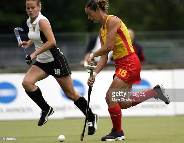 Hockey / Frauen: Vier Nationen Turnier 2004, Hamburg; Deutschland - Spanien ; Anke KUEHN / GER, Ana Raquel PEREZ / ESP 09.07.04.