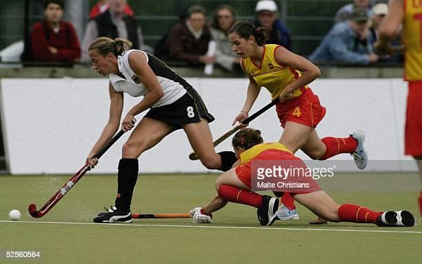 Hockey / Frauen: Vier Nationen Turnier 2004, Hamburg; Deutschland - Spanien ; Kerstin HOYER / GER,Ana Raquel PEREZ und Barbara MALDA / ESP 09.07.04.
