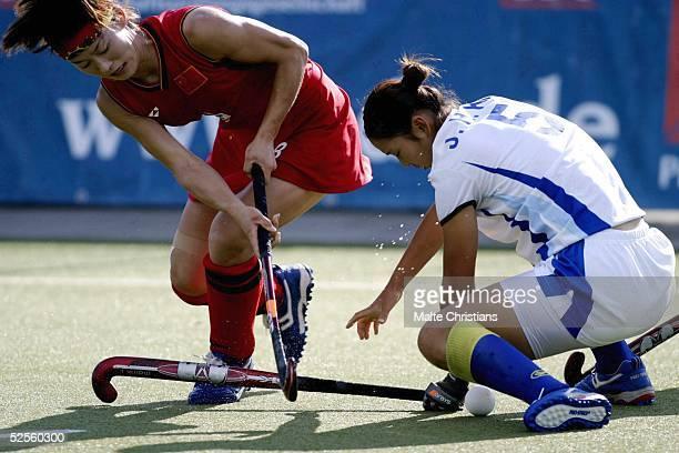 Hockey / Frauen: Vier Nationen Turnier 2004, Hamburg; Korea - China ; Baorong FU/ China, Jung Hee KIM / Korea 0:3 09.07.04.