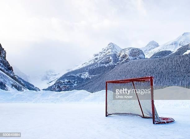 hockey goal on frozen lake, lake louise, banff, alberta, canada - lake louise lake stock pictures, royalty-free photos & images