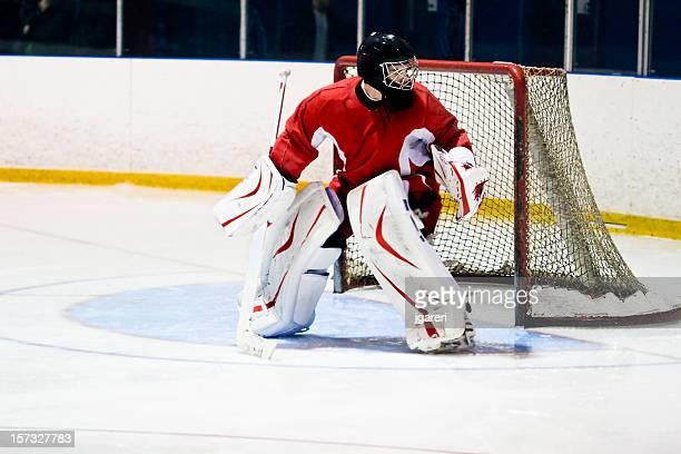 hockey goaltender action shot - doelman ijshockeyer stockfoto's en -beelden