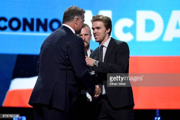 Hockey Hall of Fame member Eric Lindros presents Connor McDavid of the Edmonton Oilers with the Ted Lindsay Award given to the most outstanding...