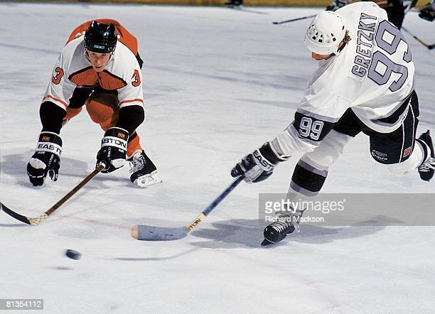 Hockey Los Angeles Kings Wayne Gretzky in action taking shot vs Philadelphia Flyers Gord Murphy Los Angeles CA
