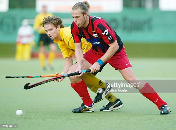 Hockey / Maenner 1 Bundesliga 04/05 Hamburg Harvestehuder THC Gladbacher HTC 13 Christian RICHTER / HTHC Uli KLAUS / GHTC 021004