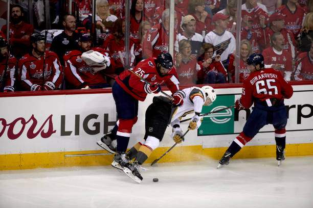 Washington Capitals Devante Smith-Pelly (25) in action vs Vegas Golden  Knights at 22552211ac22
